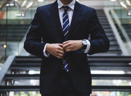 إعانات البطالة تصل إلى أدنى مستوياتها في زمن الكورونا مع استمرار التوظيف حتى مع ارتفاع الحالات