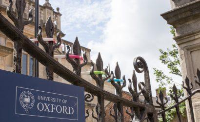 بريطانيا تعتمد لقاح أكسفورد وأسترازينيكا