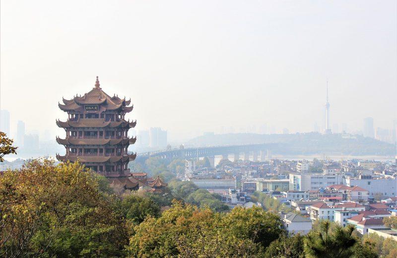 المزيد من الإغلاقات في الصين مع ارتفاع حالات الإصابة بالفيروس قبل زيارة منظمة الصحة العالمية