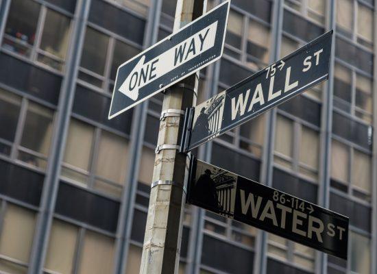 وول ستريت تتخلص من شركة صينية أخرى وبكيت تنتقد