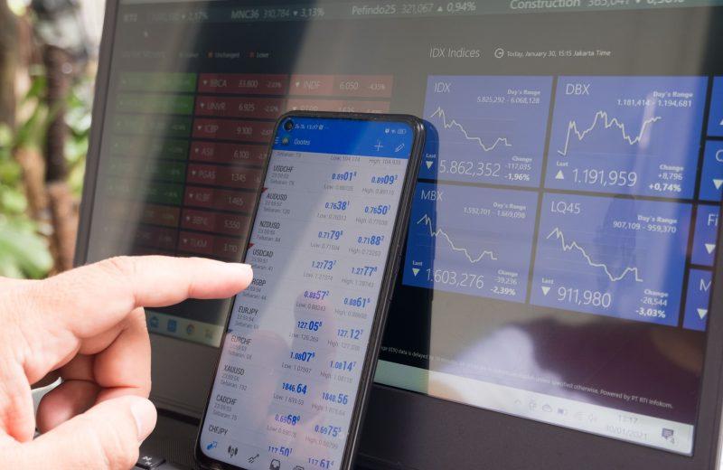 الأسهم التي تحقق أكبر التحركات قبل افتتاح الأسواق