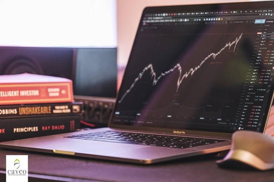 تباين الأسهم أمام تراجع العوائد الذي أضعف البنوك والذهب خضع أمام الدولار والفيدرالي