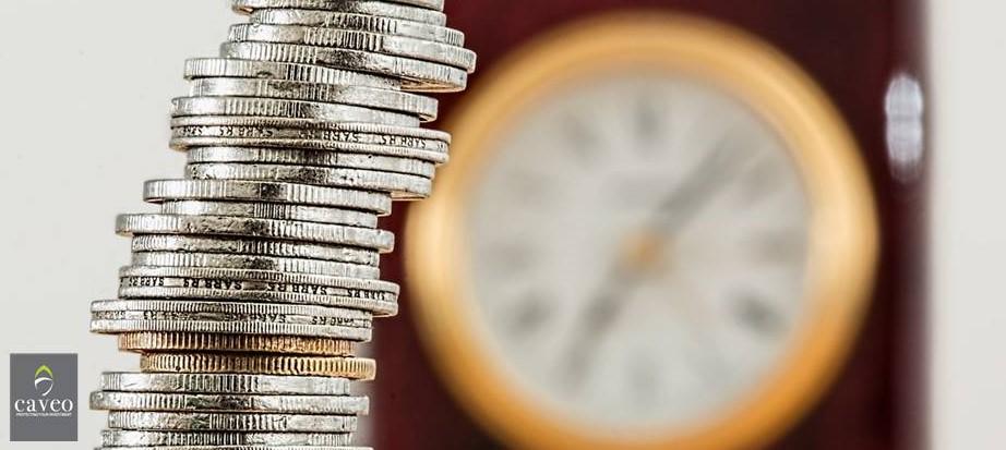 الذهب والفضة يتراجعان والبيتكوين يرتفع واستقرار الأسهم والعملات