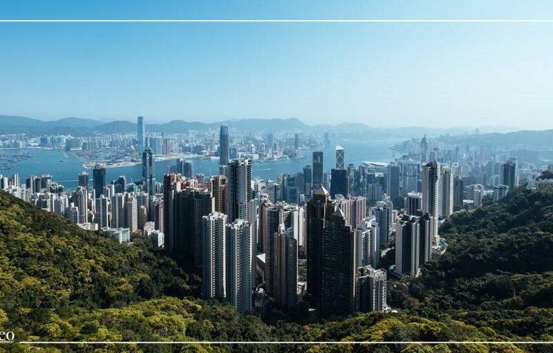 بورصة هونغ كونغ تنخفض بسبب التوترات الصينية الأمريكية