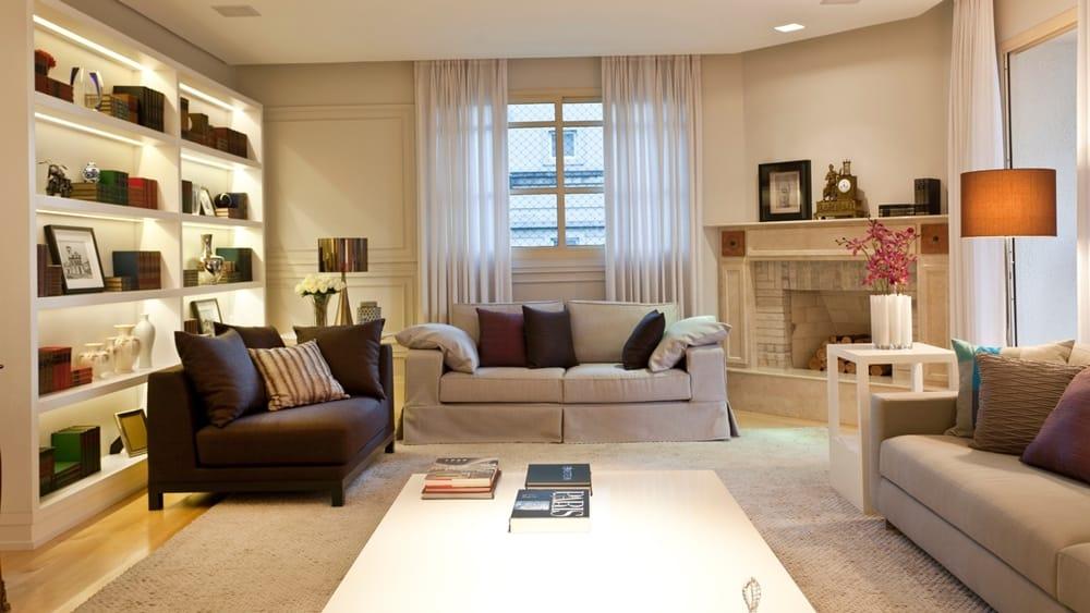almofadas na sala de estar