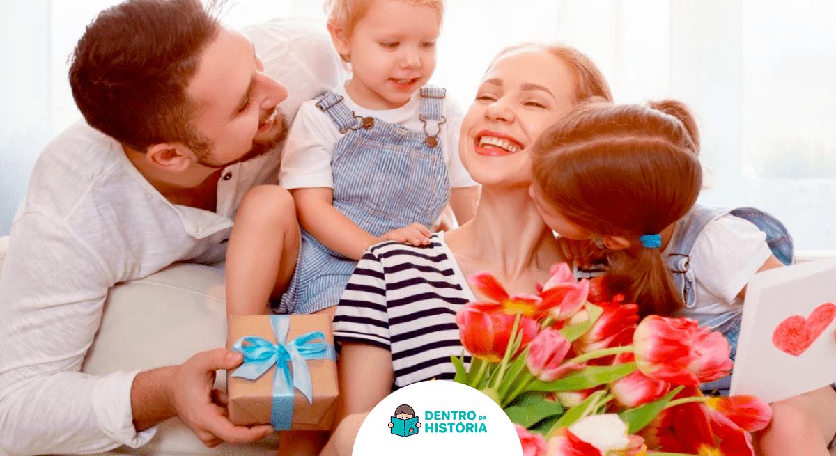 família pai e filhos entregam presente de dia das mães
