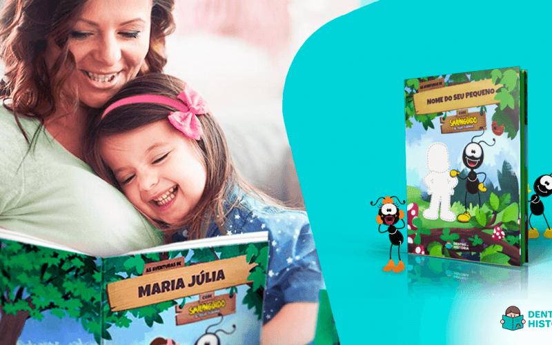 mãe e filha lendo livro personalizado do smilingüido