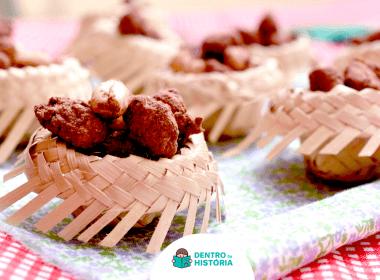 mesa de festa junina com amendoim torrado com chocolate