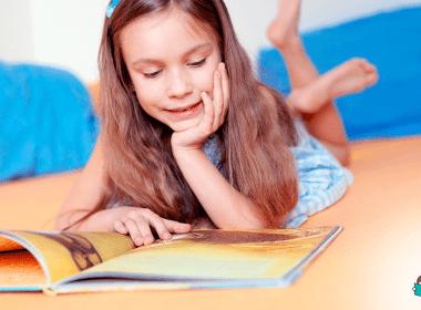 menina lendo livro exemplo incentivar a leitura na infância
