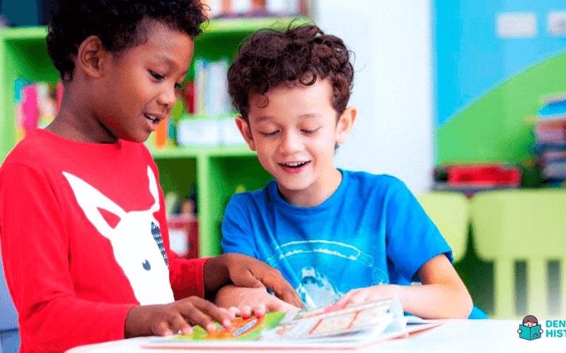 meninos na idade certa para aprender a ler e escrever