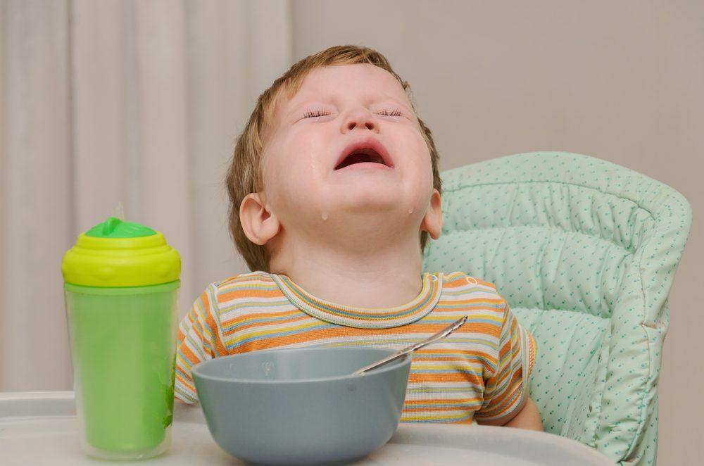filho não come e chora faz birra na refeição