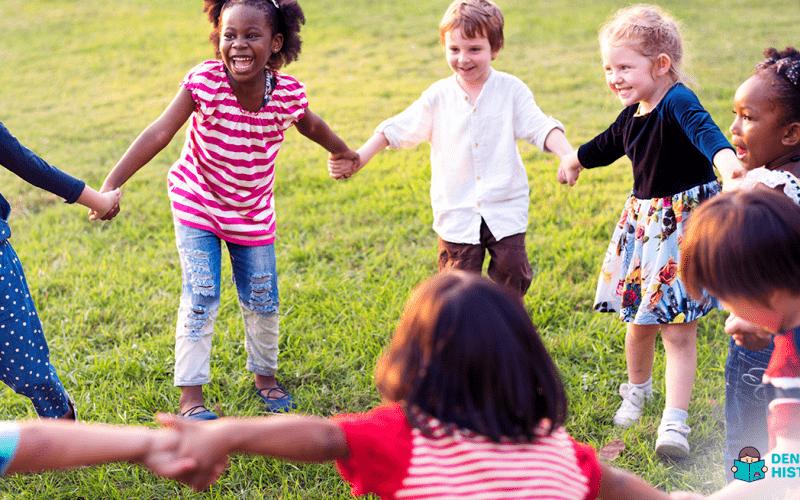 crianças brincando com protagonismo infantil