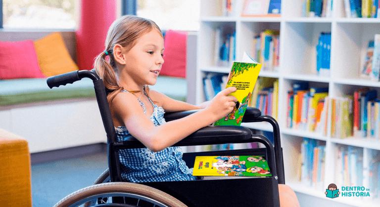 crianças com cadeias de rodas viram personagem turma da monica