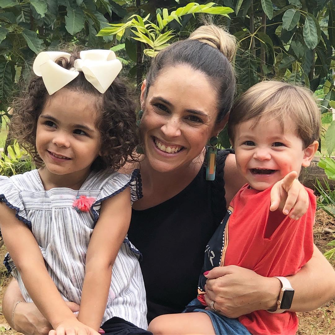 Marília do instagram Práticas de Mãe com seus dois filhos