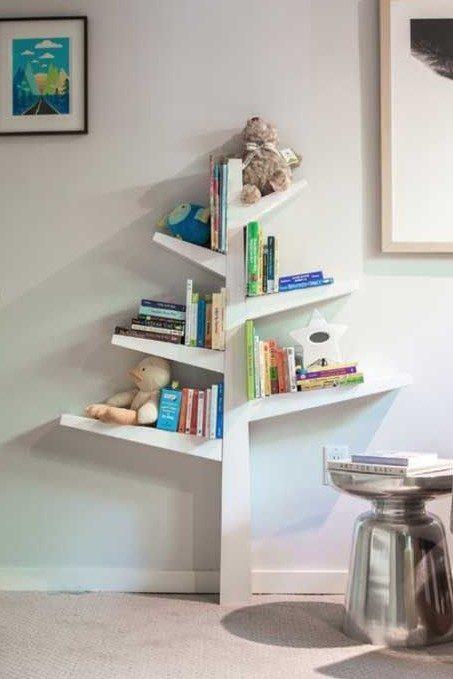 Prateleira de árvore para livros infantis