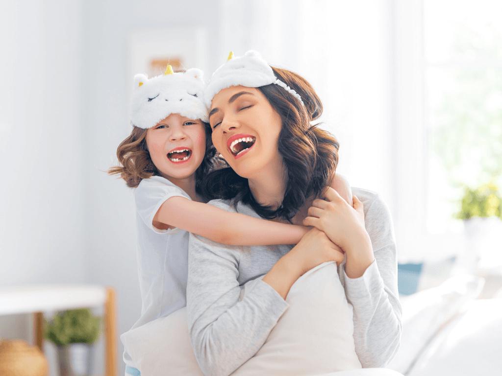 Mãe e filha fazem festa do pijama no Dia das Mães