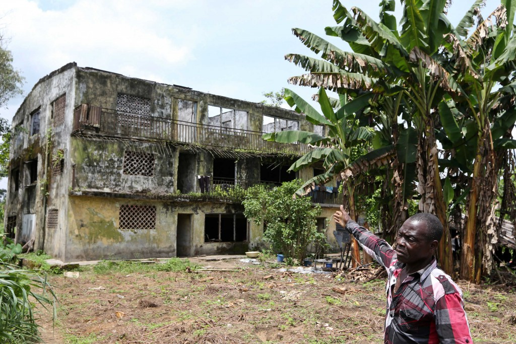 Paulinus Agala's house was destroyed by rival factions in Rumuekpe fighting to control the community and therefore payments for community development from oil companies. He and his family now live in the ruins of this building. Photo: George Osodi / Panos for Oxfam America.