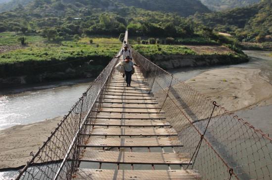 Bridge over Rio Chixoy. Photo by Chris Hufstader/Oxfam America