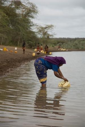 A woman gathers water from the Dawa River in southern Ethiopia. With drought sweeping the region, water sources like these are becoming fewer and farther between. Photo: Eva-Lotta Jansson / Oxfam America