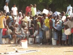 Oxfam water distrubution in Haiti, January 18, 2010. Photo: Oxfam