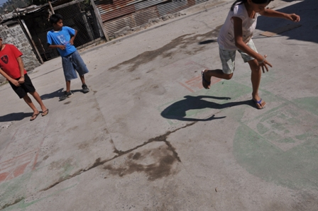 In Fenadesal Sur, El Salvador, disaster preparedness is incorporated into a game of hopscotch. Photo by Claudia Barrientos