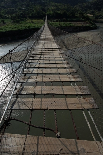 Hanging bridge over the Rio Chixoy. Photo by James Rodtiguez/Oxfam America