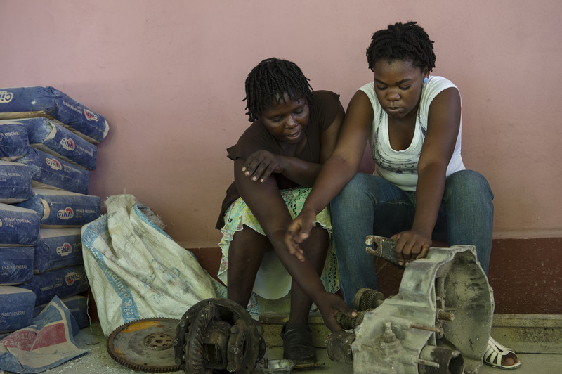 With Grease And Wrenches Haitian Women Upend Stereotypes Oxfam