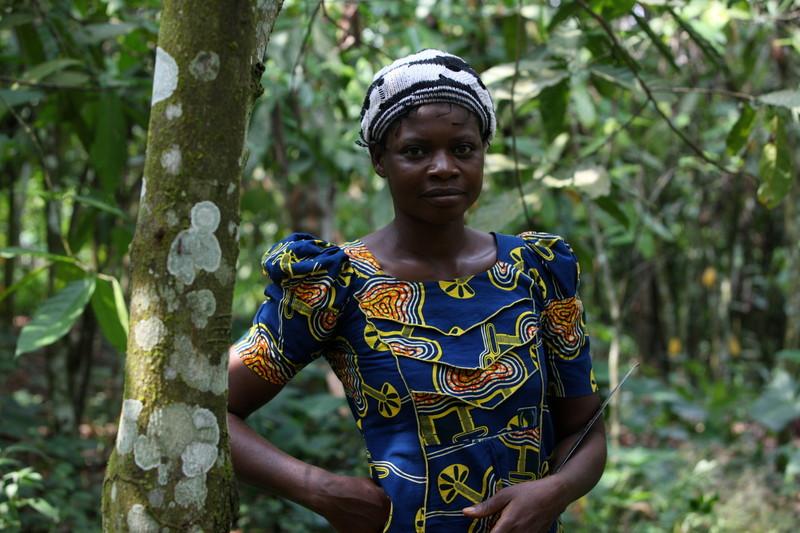 Comfort Adeniyi, a cocoa farmer, on her farm in Ayetoro-Ijesa, Nigeria. Photo: George Osodi/Panos for Oxfam America