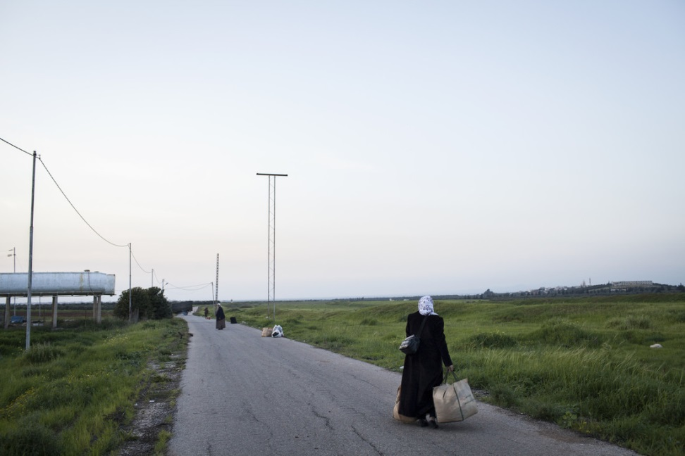 Refugees reach Jordan after having just walked across the border from Syria. Photo: Anastasia Taylor-Lind/Oxfam