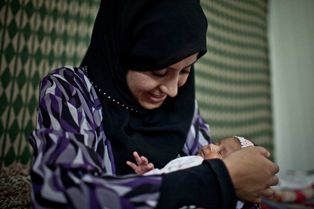 Limar was born on 3 August the first child of Liqaa and Bassel who currently live in Zaatari camp. Photo: Pabloo Tosco/Oxfam Intermon.