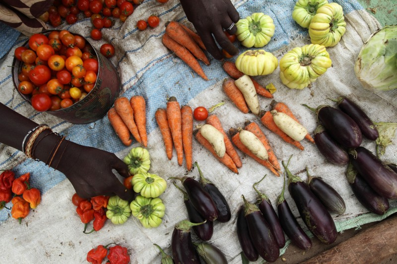 A vendor sells vegetables in a local village market in Ndiaganiao, Senegal. Photo: Rebecca Blackwell / Oxfam America