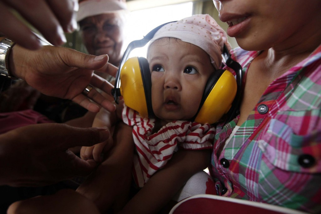 baby with ear muffs 83056scr
