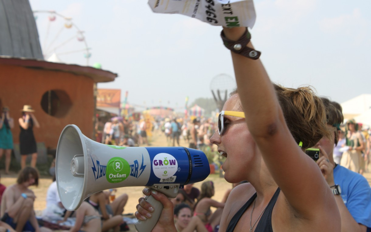 An Oxfam volunteer at the Bonnaroo Music Festival in Tennessee. Photo: Bob Ferguson/Oxfam America