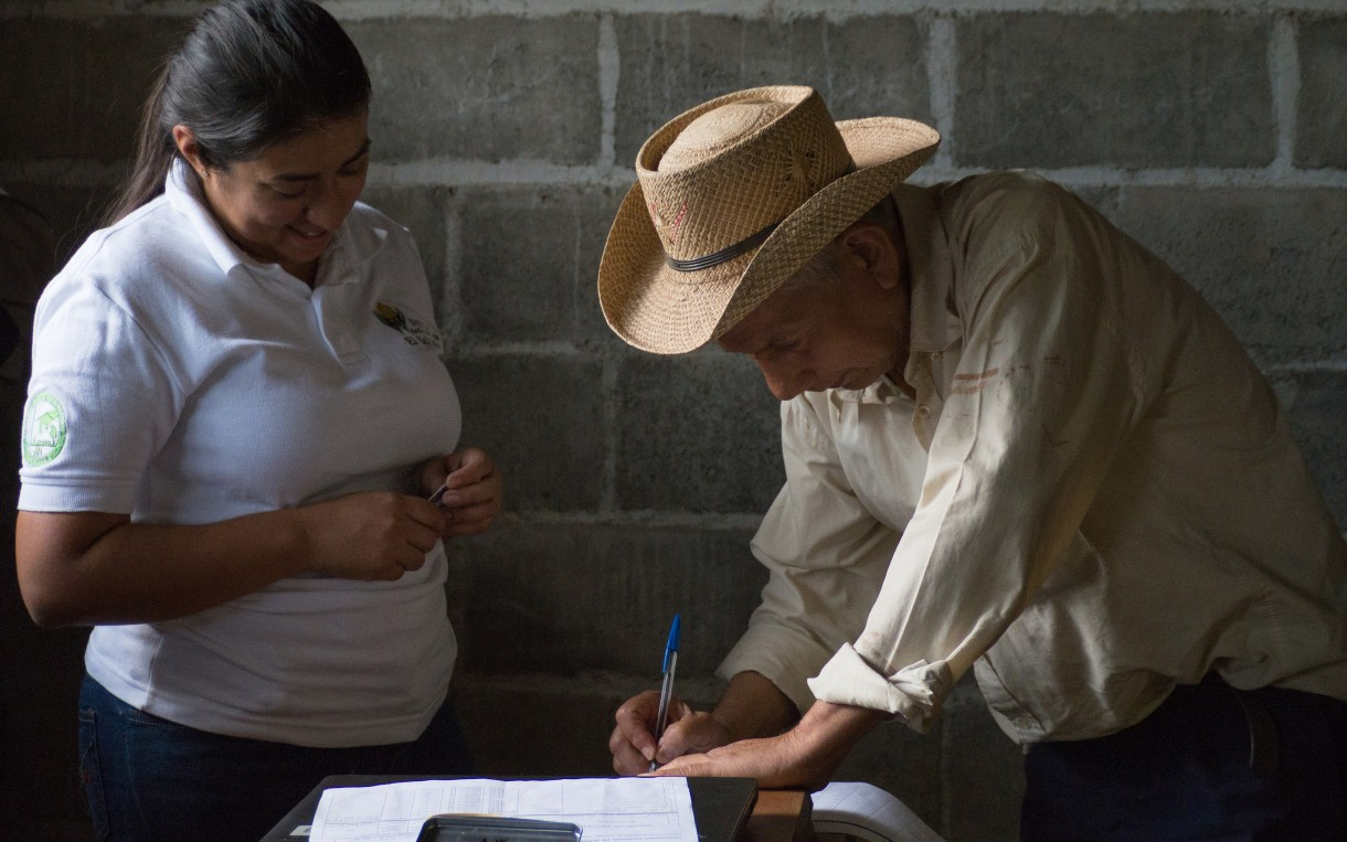 Oxfam has helped build a team of Salvadoran volunteers and professionals who work to improve access to food in emergencies. Member Roxana Cubías (left) helps distribute food vouchers in San Pablo. Photo by Elizabeth Stevens/Oxfam America