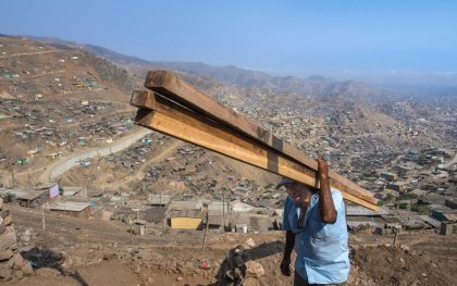 Lacking roads and vehicles, residents of San Juan de Miraflores carry everything they need for their homes up the mountainsides on foot. Photo: Elizabeth Stevens / Oxfam America