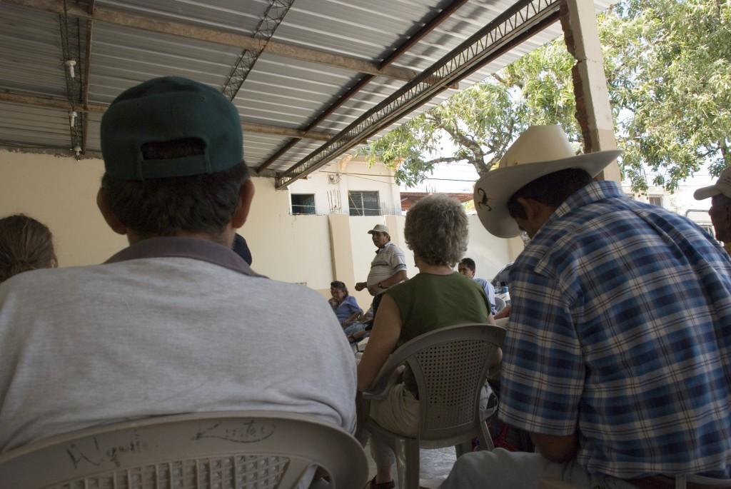 A community meeting on mining near Ilobasco, El Salvador. Photo: Jeff Deutsch / Oxfam America