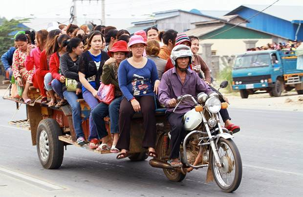 Garment workers ride home after a day's work in a factory in Cambodia. Photo: Chhor Sokunthea / World Bank