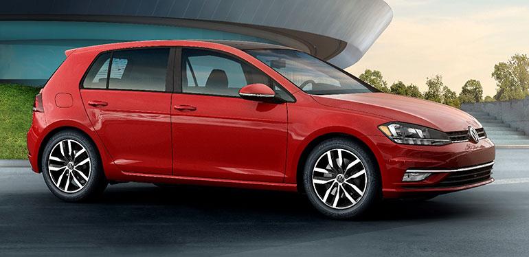 Auto deportivo Golf 2018 de Volkswagen en color rojo