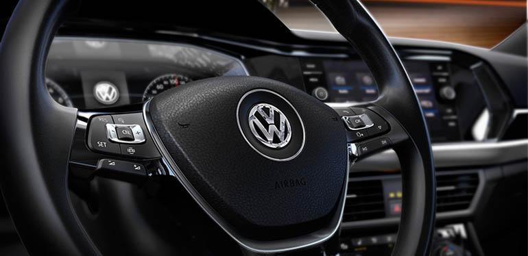 Interiores negros con luz roja de Nuevo Jetta 2019 de Volkswagen México