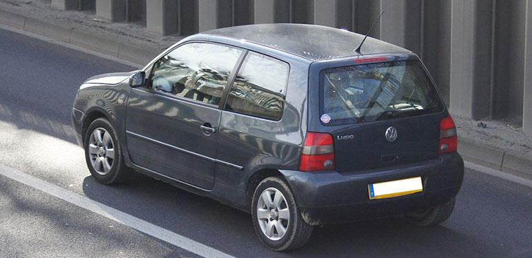 Lupo de Volkswagen color negro