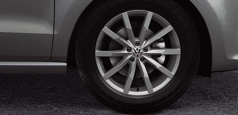 Rines de un Polo 2019 de Volkswagen color gris
