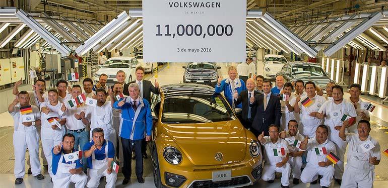 Beetle número 11,000,000 producido en Volkswagen México