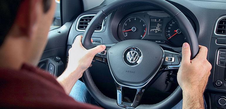 Volante y tablero de un Vento de Volkswagen