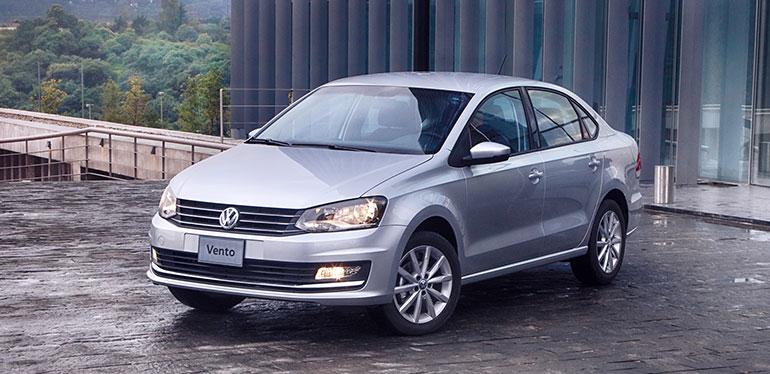 Nuevo Vento 2019, auto de Volkswagen en color gris