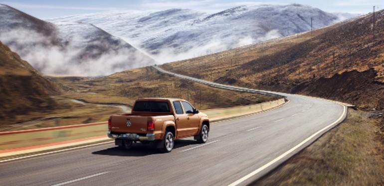 Camioneta Amarok Highline V6 de Volkswagen en la carretera Panamericana