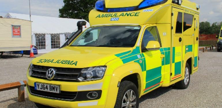 Camioneta Amarok de Volkswagen acondicionada como ambulancia