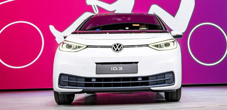 ID 3 auto compacto eléctrico de Volkswagen equipado con motor potente y rendimiento de energía