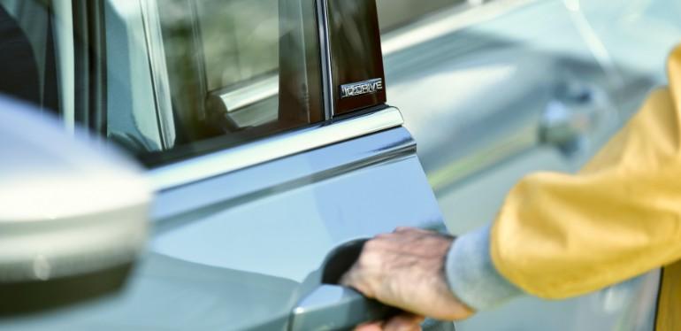 Carcasa de espejo exterior en color plata de SUV Tiguan Edición Limitada 2020 de Volkswagen