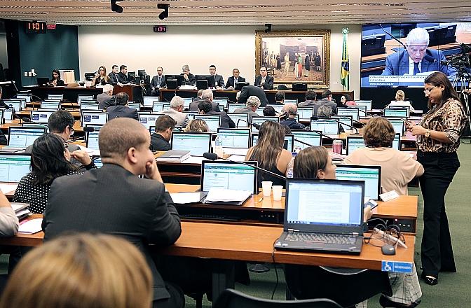 Deputado federal Rubens Bueno (PPS-PR) discursa na CCJ. Foto: Raphael Milagres/Câmara dos Deputados
