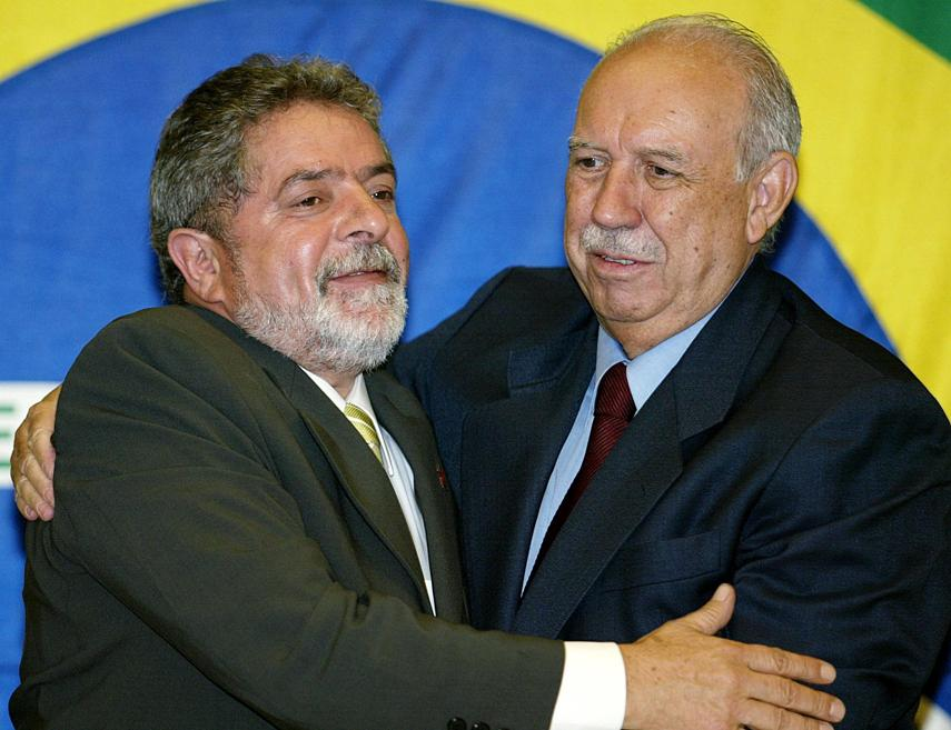 O presidente Luiz Inácio Lula da Silva e o vice-presidente José Alencar, em 2002. Foto: Vanderlei Almeida/AFP